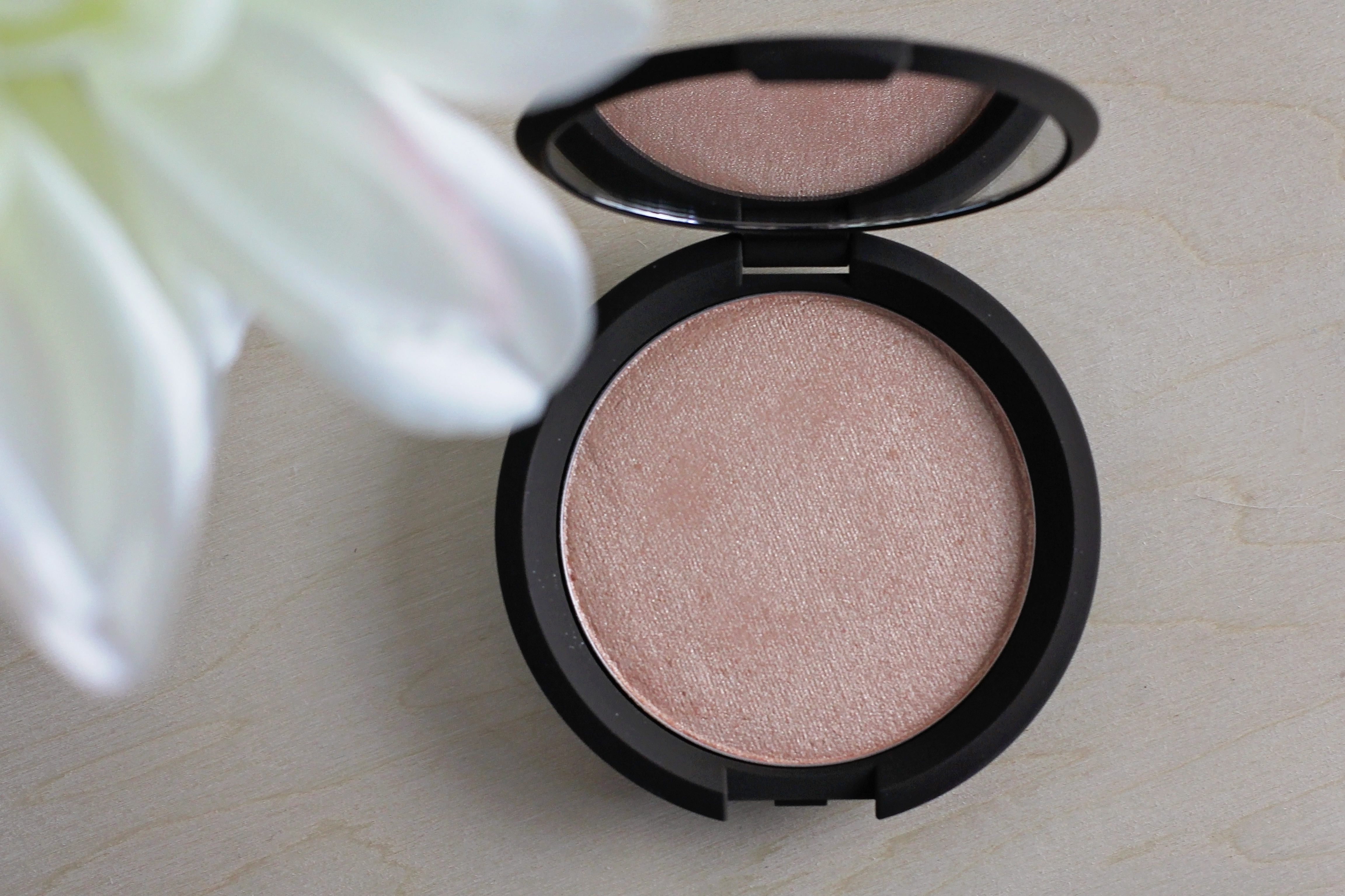 Becca x Jaclyn Hill Shimmering Skin Perfector Pressed – Champagne Pop
