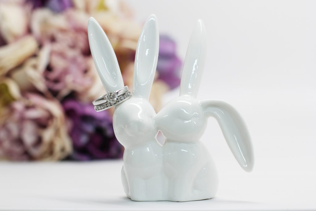 wedding ring bunny stand