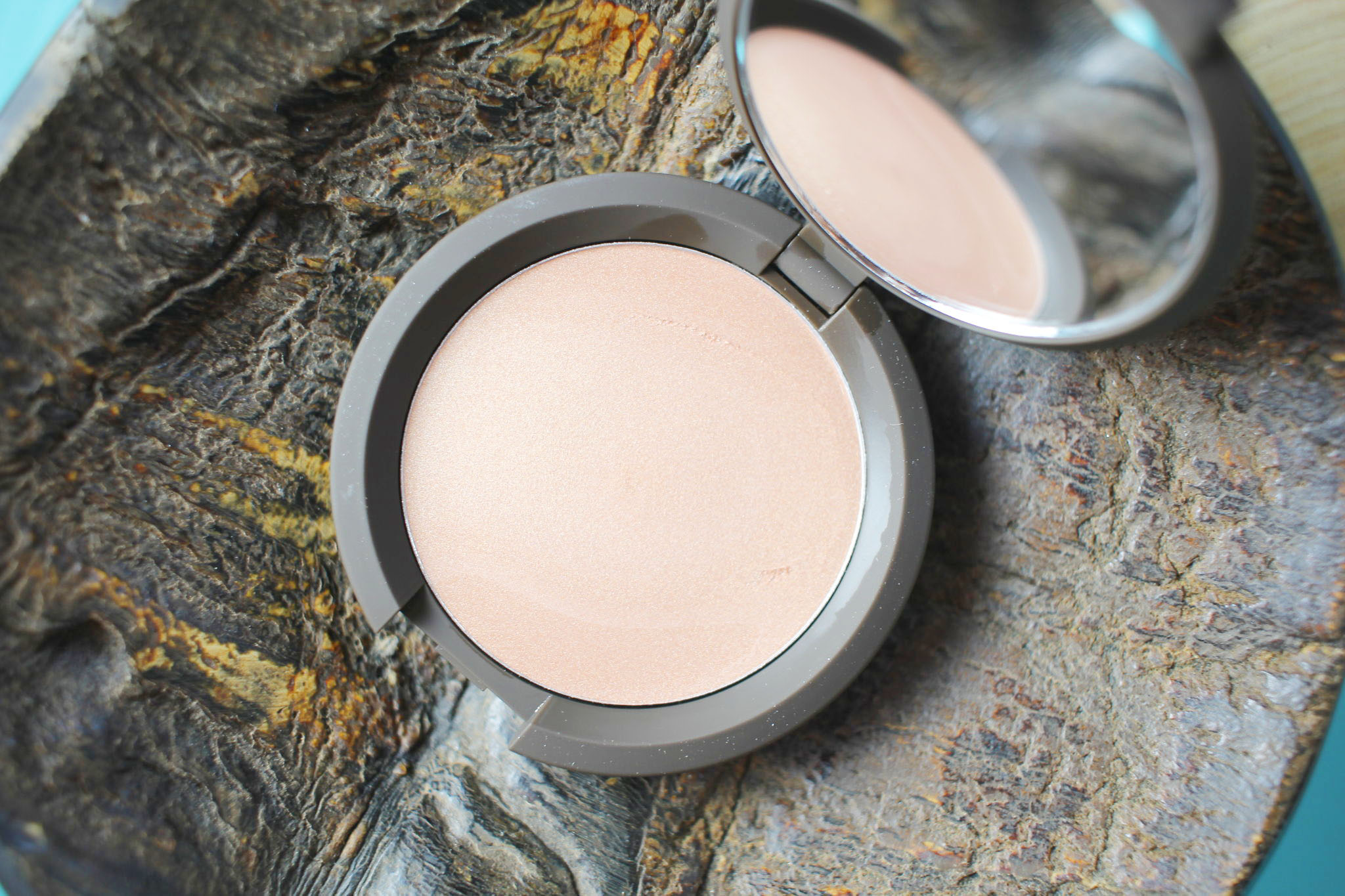 Becca x Jaclyn Hill Champagne Pop Shimmering Skin Perfector Poured