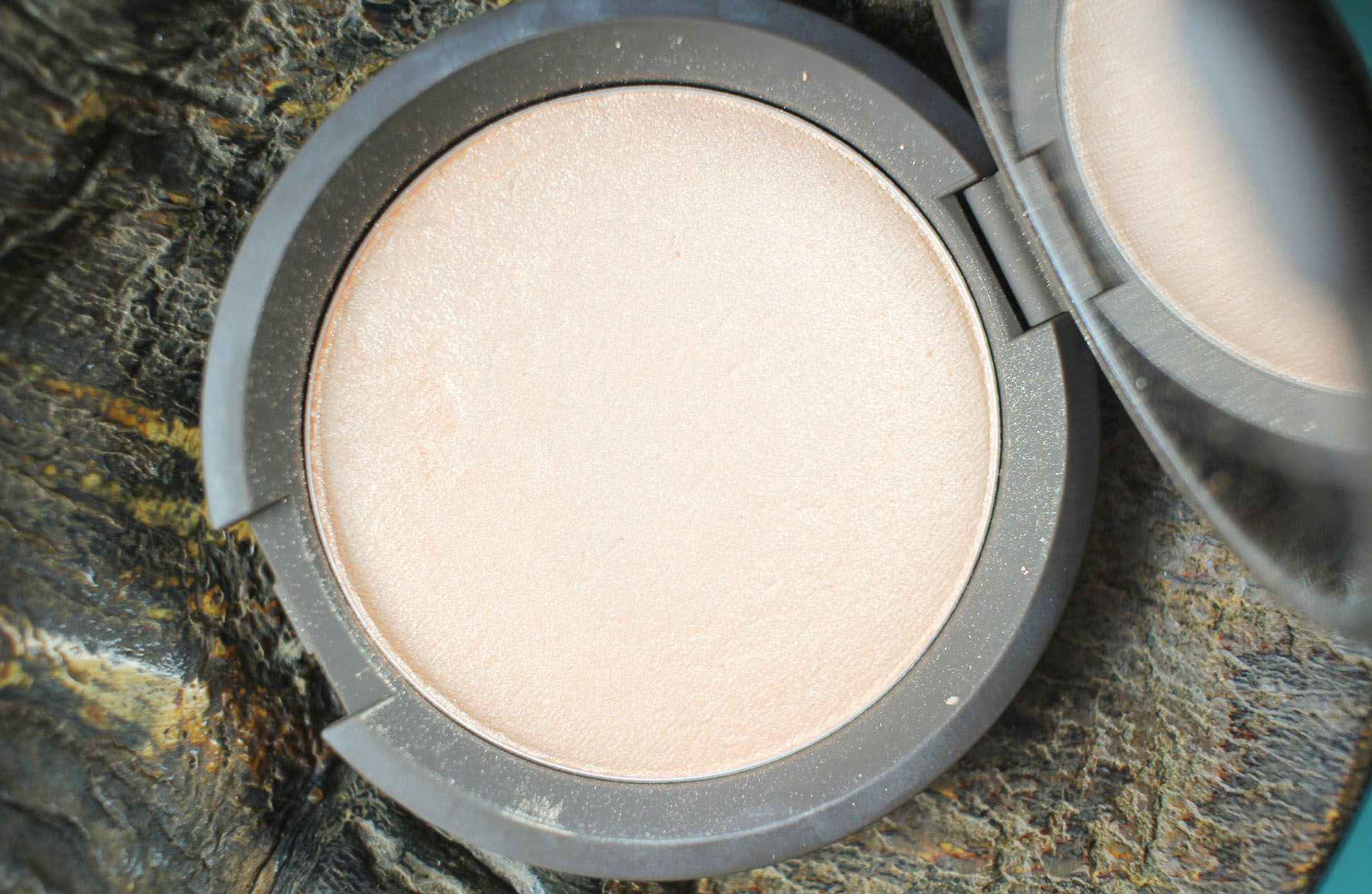 Becca x Jaclyn Hill Champagne Pop Shimmering Skin Perfector Pressed