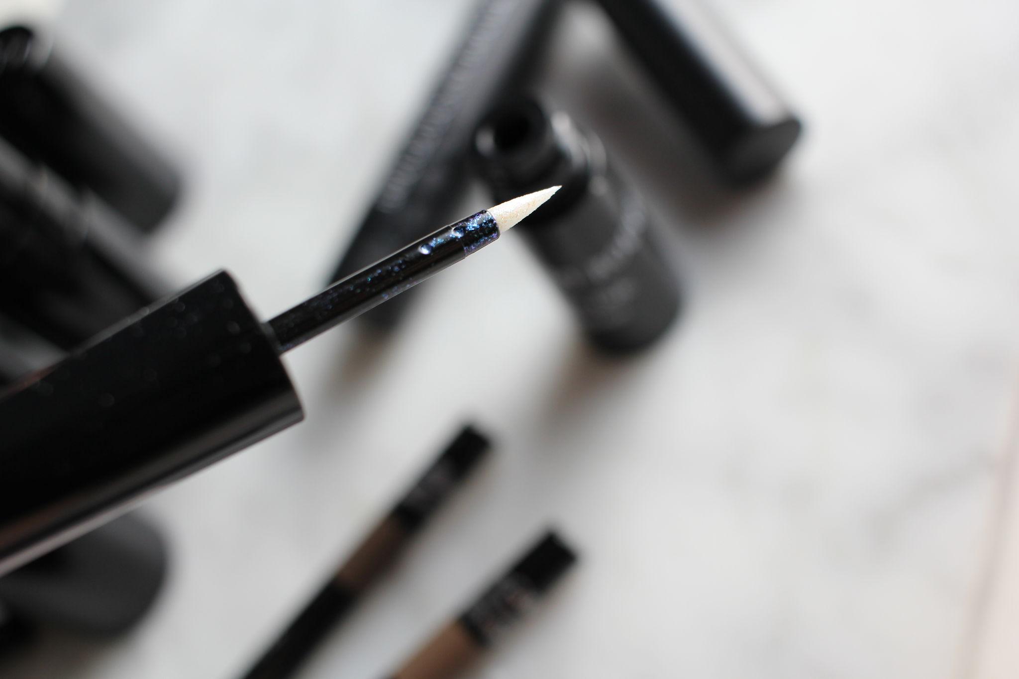 Quartz Eyeliner Opalescene Essence